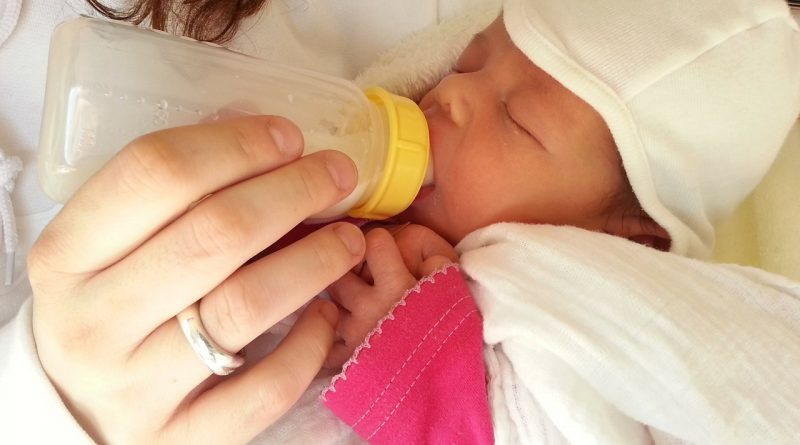 Formula vs breast milk - Which Is Better?